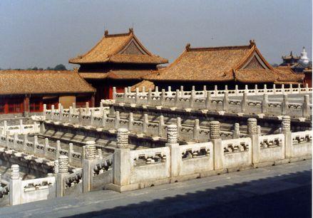 「中国・香炉の置かれた階段」1.jpg